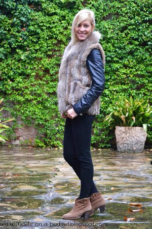 light brown Ata vest - light brown pull&bear boots - black H&M jacket
