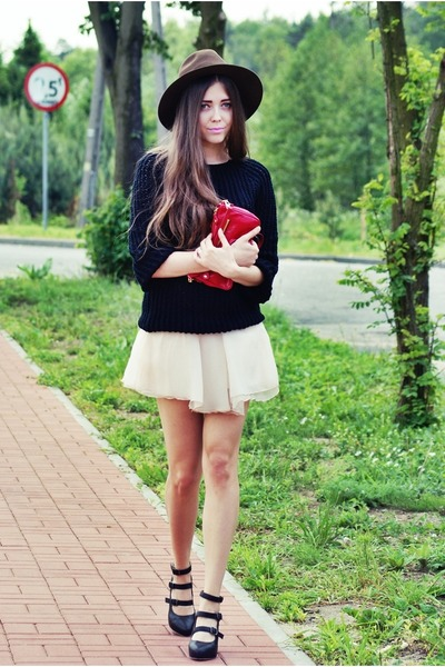 eggshell skirt - black Bianco shoes - black sweater - ruby red jill scott bag