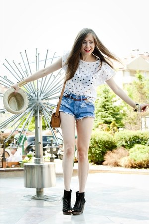 dark brown Zara bag - blue diy Wrangler shorts - black Bershka wedges - off whit