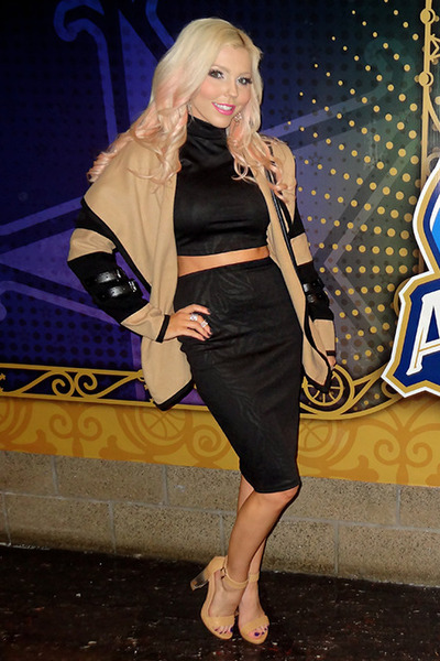 nude GoJane heels - black Im Haute dress - camel She Inside jacket
