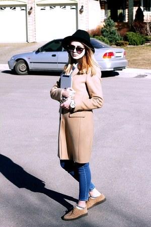 Massimo Dutti coat - Antea shoes - Zara hat