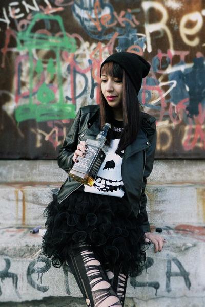 black I love sexy pumps - black misfits Choies sweatshirt