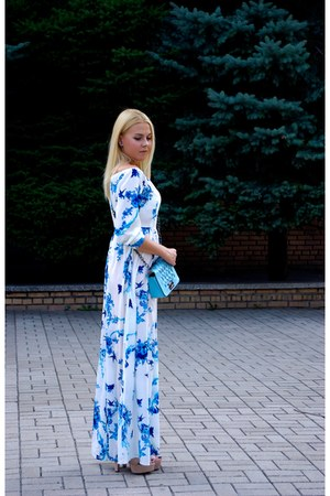 blue Soroka earrings - sky blue DressLink dress - sky blue Soroka bag