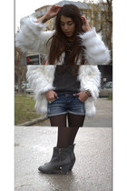 white faux fur Stradivarius coat - dark gray Dorothy Perkins boots