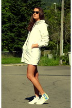 Helly Hansen shoes - white Helly Hansen jacket - Ray Ban glasses