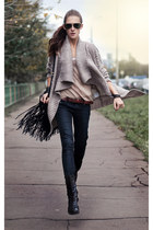 beige knitted OASAP cardigan - black ethnic studded chicnova bag