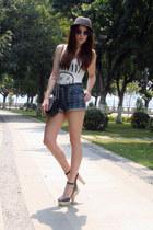 white H&M t-shirt - navy Topshop shorts - black Zara heels