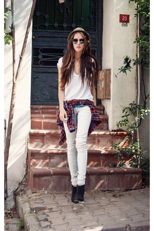 white OASAP t-shirt