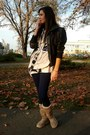 Tan-ugg-boots-black-only-jacket-beige-h-m-blouse