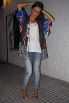 pull&bear jeans - Zara t-shirt - Zara cape - Stradivarius wedges