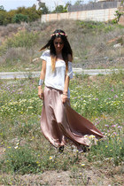 cream Zara t-shirt - maroon thePoppynet hair accessory - light brown Zara skirt