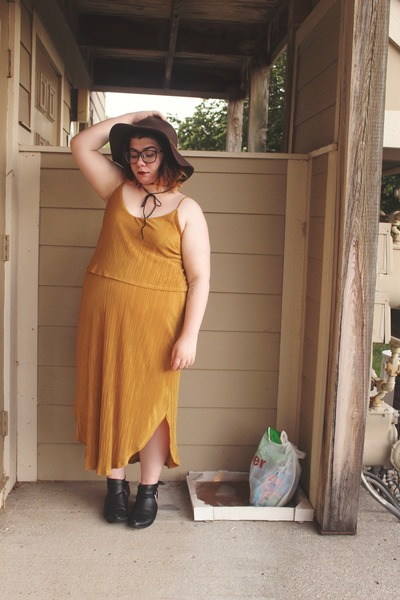 mustard pleated H&M dress - black thrifted boots