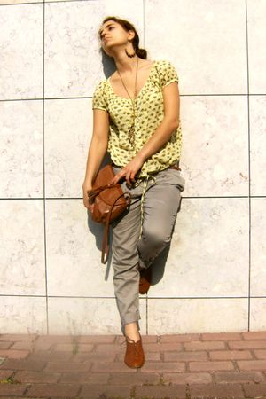 yellow Colcci shirt - beige BLANCO pants - orange Zara shoes - orange Mango wall