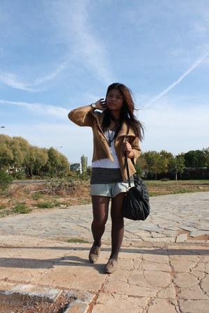 beige oxfords shoes - tan knitted jacket - black shirt - black bag