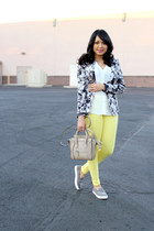 black floral Forever 21 blazer - light yellow pastels Zara jeans