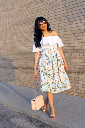 light pink quilted Express bag - white off shoulder French Connection top