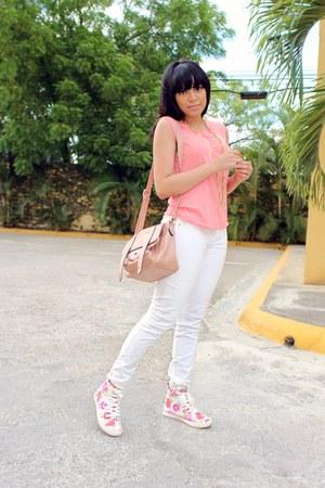 coral tank Zara top - white skinny JustFab jeans