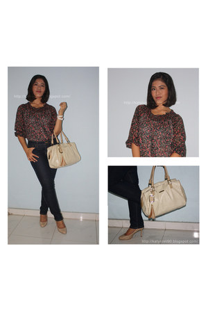 blue Uniqlo jeans - nude Charles & Keith bag - nude Charles & Keith heels - whit