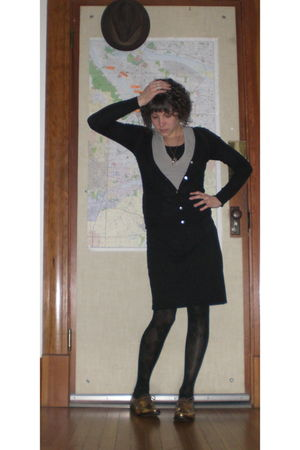 Pour La Victoire shoes - HUE tights - monrow shirt - Dorothy Lee cardigan