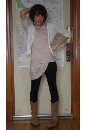 Gap cardigan - hazel top - Isda leggings - camper boots -  necklace