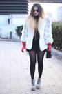 Black-thrifted-vintage-bag-ivory-vintage-faux-fur-coat