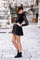 leather studded romwe skirt - black romwe shoes