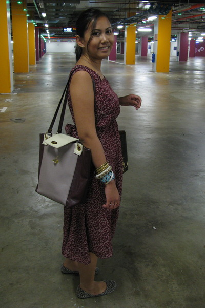 brick red thrifted vintage dress - maroon thrifted vintage bag