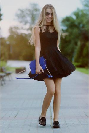 black AXPAris dress