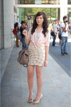 beige Nine West shoes - beige coach bag - pink thrifted blouse