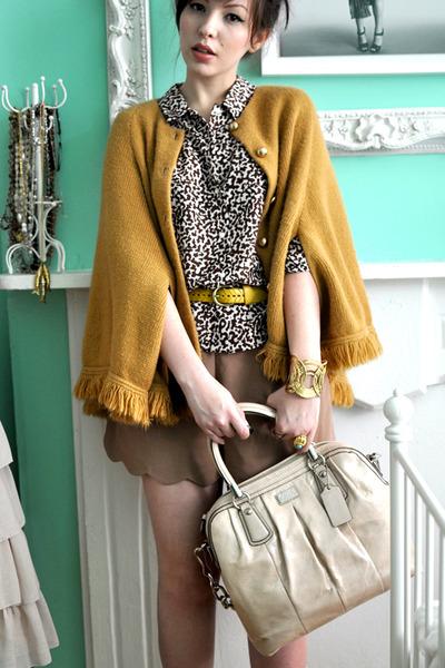 bronze vintage cape - neutral coach bag - camel Queens Wardrobe shorts