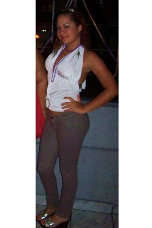 white top - silver shoes - heather gray pants