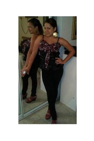 hot pink top - black top - bubble gum shoes - gold earrings - black pants