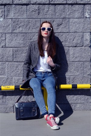 blue pull&bear jeans - black bag - red Converse sneakers