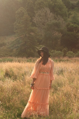 vintage dress - rubi hat
