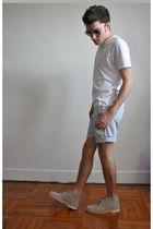 white Uni Qlo shirt - blue Uni Qlo shorts - beige Clarks boots