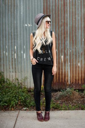 black Zoe Carrsen t-shirt - maroon Schuler & Sons Philadelphia boots