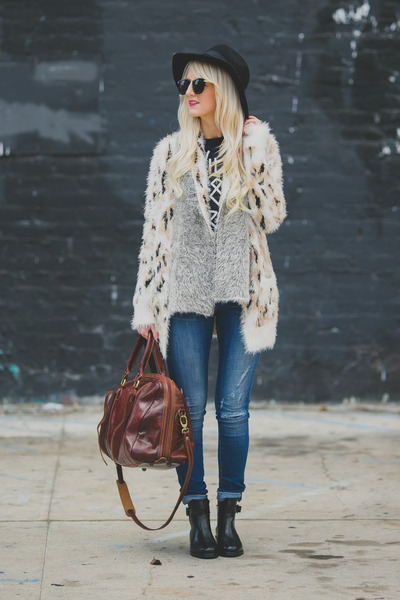 ivory Mink Pink sweater - black Topshop boots - blue dittos jeans