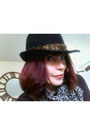 Felt-feather-toppers-hat-kitty-print-loco-lindo-scarf