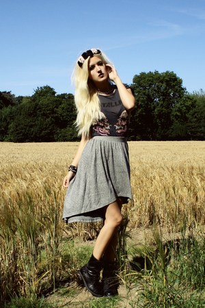heather gray waterfall Urban Outfitters skirt - black combat Bianco boots