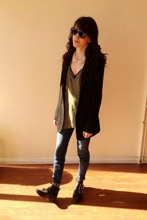 black hanky panky bra - navy Current Elliott jeans - army green IRO top