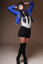 blue blue Jacket jacket - black Shoes boots - black above knee black socks socks