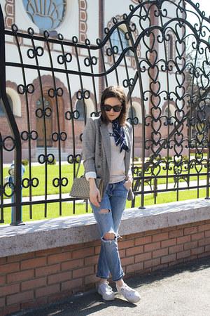 H&M blazer - Zara jeans - H&M shirt - H&M scarf - H&M bag - H&M sneakers