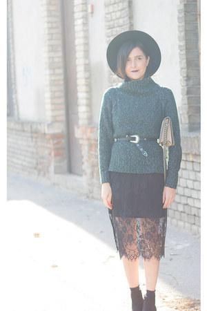H&M dress - New Yorker boots - Choies hat - H&M sweater - H&M bag - H&M belt
