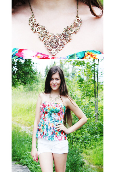 white denim shorts - floral print top - statement necklace