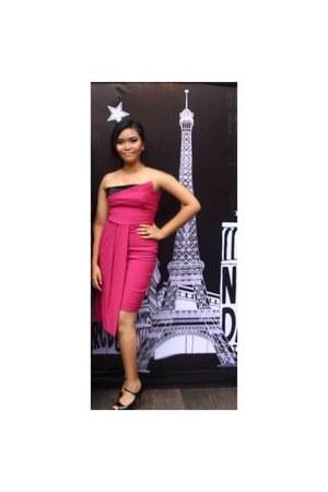 hot pink dress - black heels