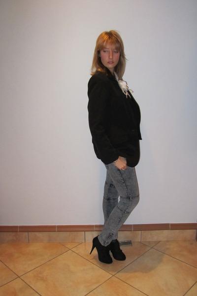 white elle t-shirt - gray Mr Price jeans - black Oasis blazer - black Mr Price s