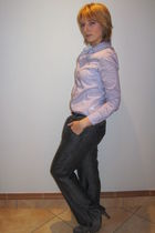 gray Jola pants - purple Red shirt - silver Plum shoes