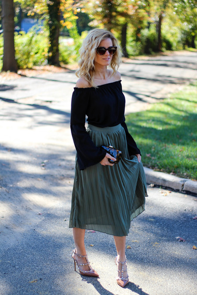 black Socialite top - dark brown tory burch bag - olive green Missguided skirt