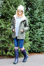 Navy-hunter-boots-white-capelli-hat-forest-green-coffee-shop-coats-jacket