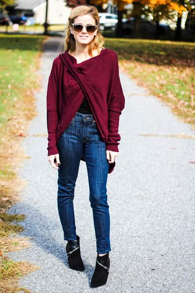 crimson En Creme sweater - navy Yoga Jeans jeans - black rock and republic heels
